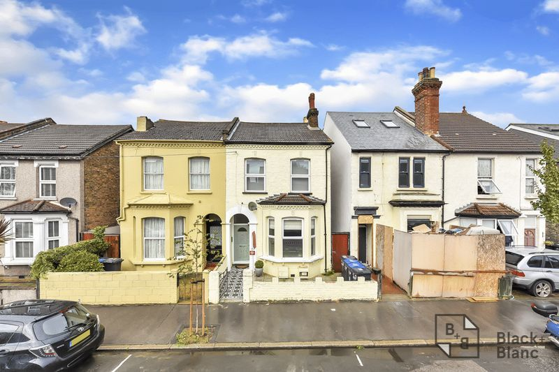 2 bed flat to rent in Arundel Road 8