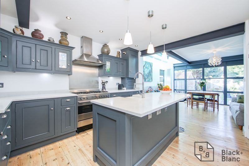 4 bed house for sale in Edward Road  - Property Image 3