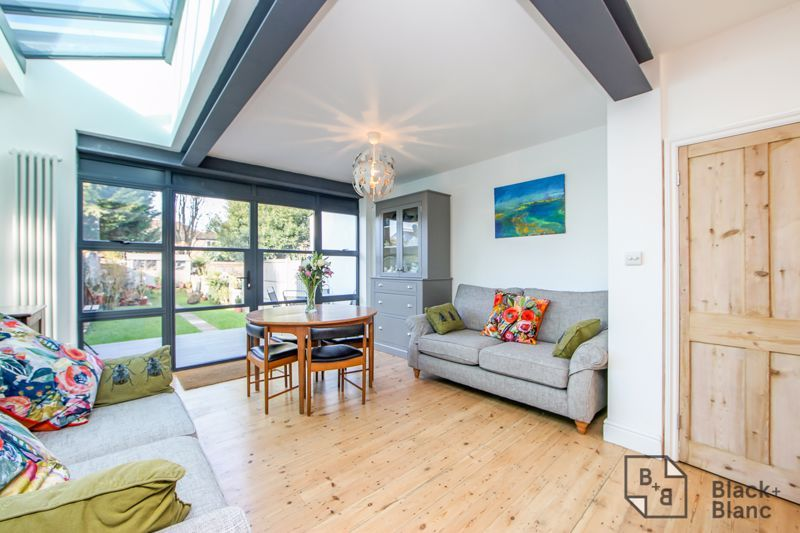 4 bed house for sale in Edward Road  - Property Image 4