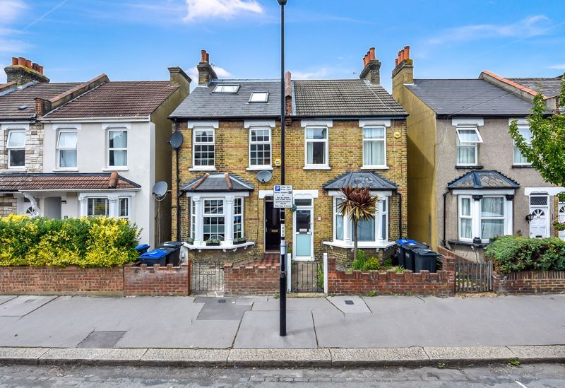 4 bed house to rent in Rymer Road  - Property Image 1