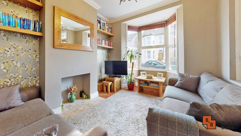 2 bed house for sale in Alexandra Road 1