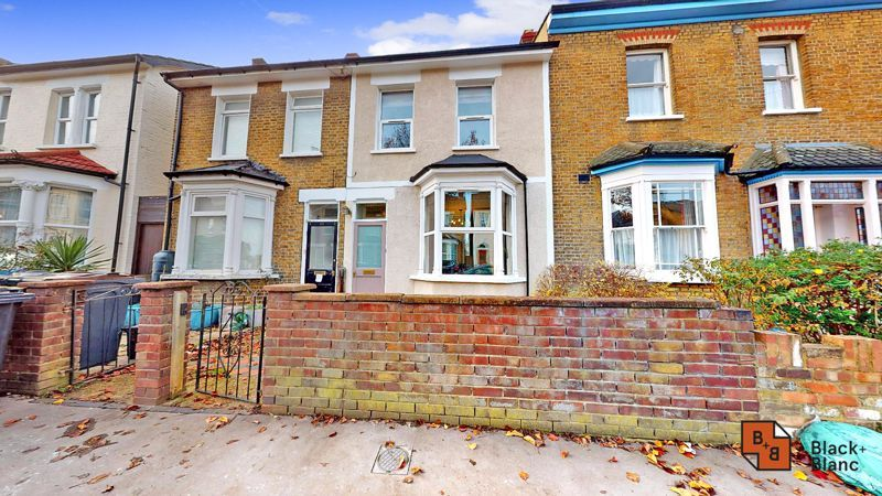 2 bed house for sale in Alexandra Road 11