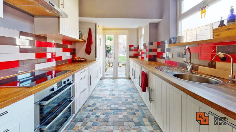 2 bed house for sale in Alexandra Road 4