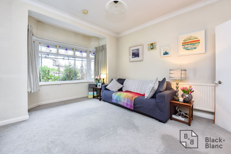 2 bed flat for sale in Glossop Road 1