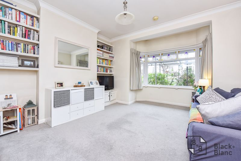 2 bed flat for sale in Glossop Road 2