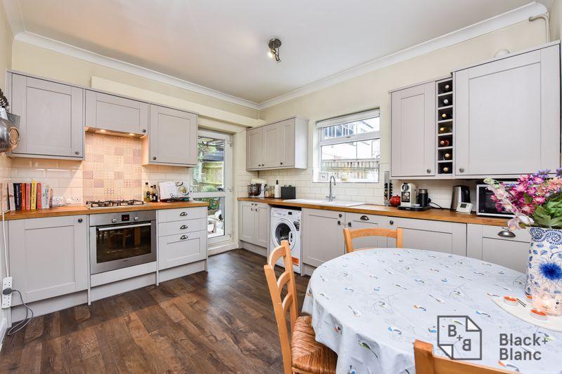 2 bed flat for sale in Glossop Road 3