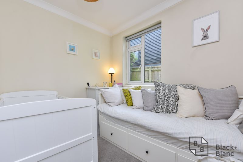 2 bed flat for sale in Glossop Road 4