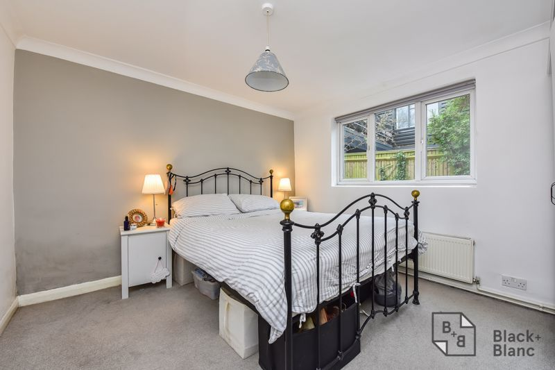 2 bed flat for sale in Glossop Road 6