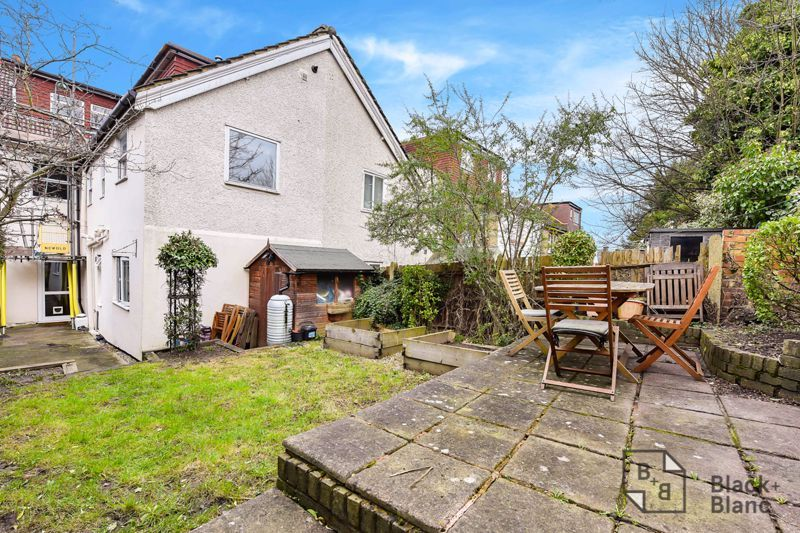 2 bed flat for sale in Glossop Road 7