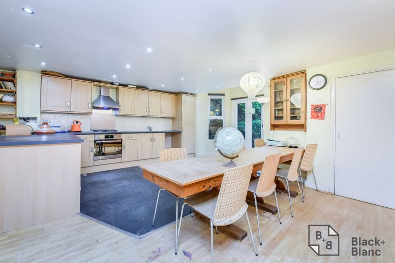 5 bed house for sale in Canning Road  - Property Image 2