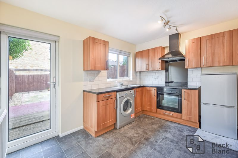 2 bed house to rent in Goodhew Road  - Property Image 3