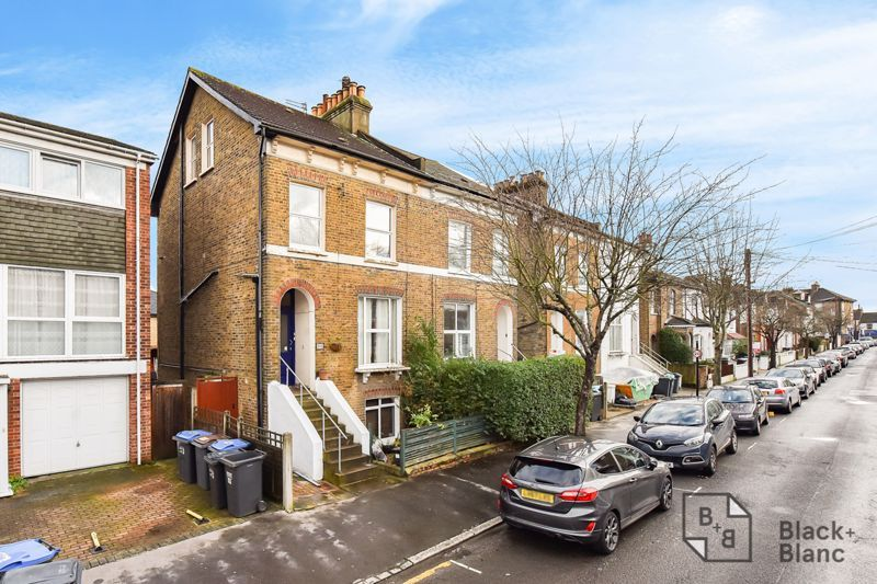 3 bed flat for sale in Alexandra Road, CR0