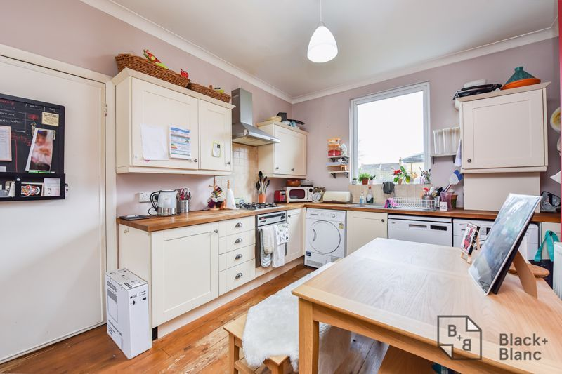 3 bed flat for sale in Alexandra Road 2