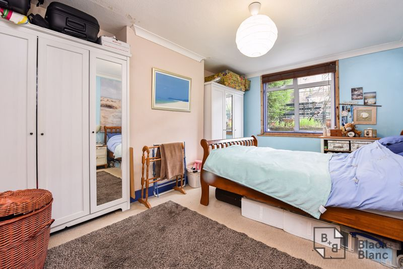 3 bed flat for sale in Alexandra Road  - Property Image 3
