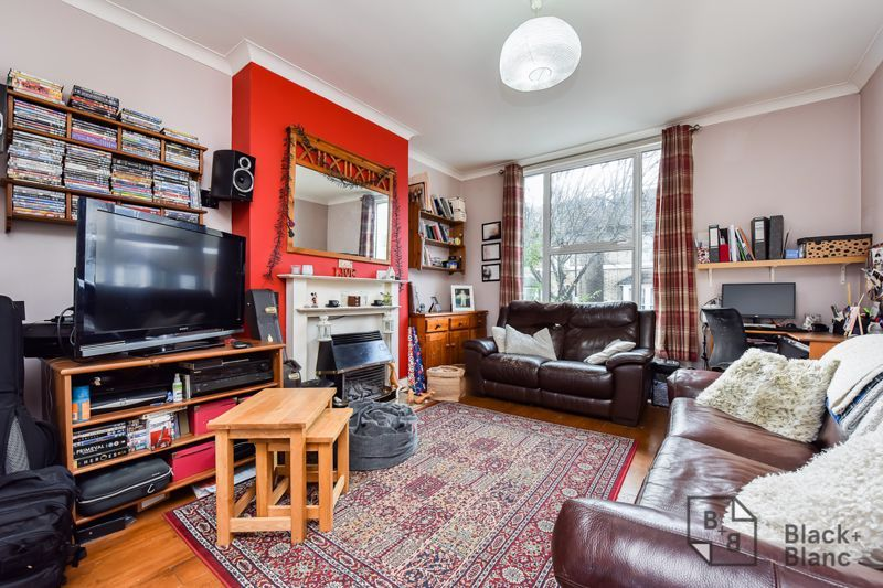 3 bed flat for sale in Alexandra Road 6