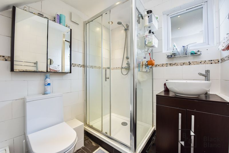 3 bed flat for sale in Alexandra Road 7