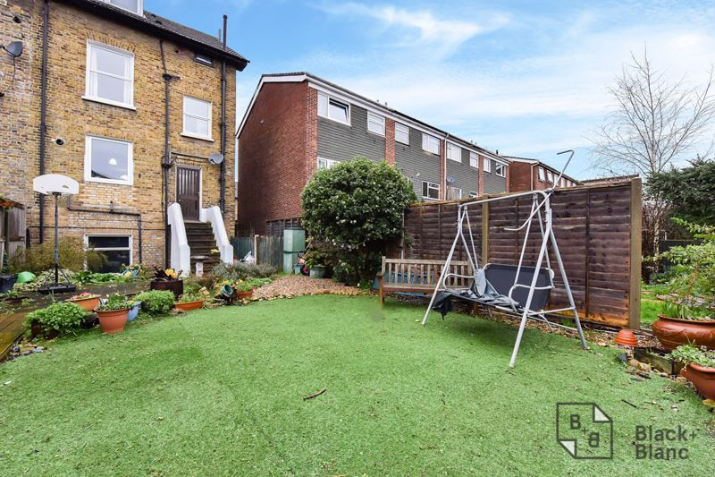 3 bed flat for sale in Alexandra Road 8