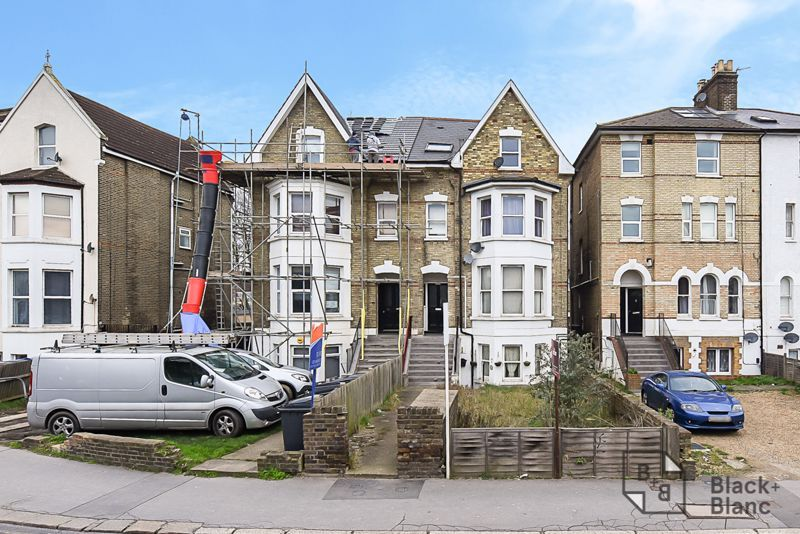 1 bed flat to rent in Selhurst Road, SE25