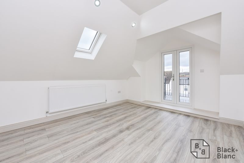 1 bed flat for sale in Norbury Road 2