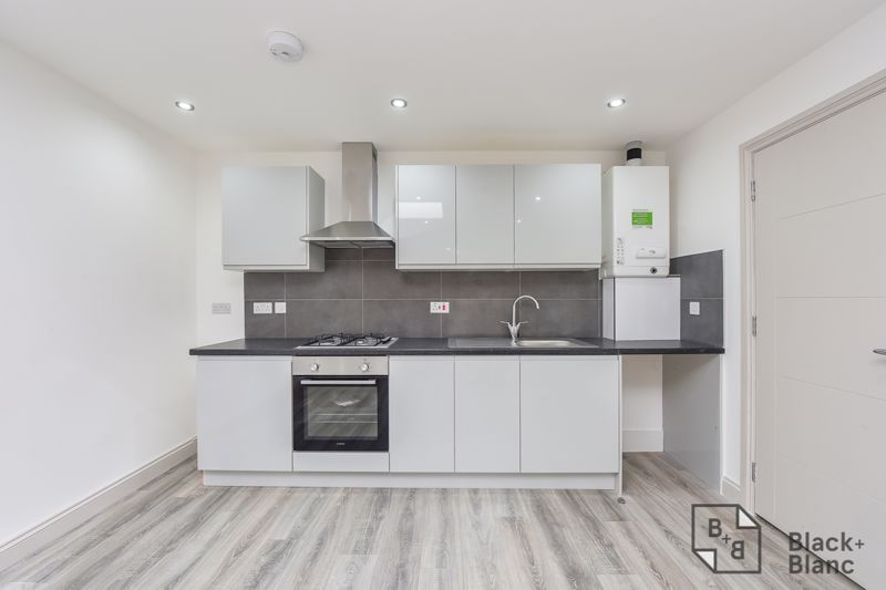 1 bed flat for sale in Norbury Road  - Property Image 3