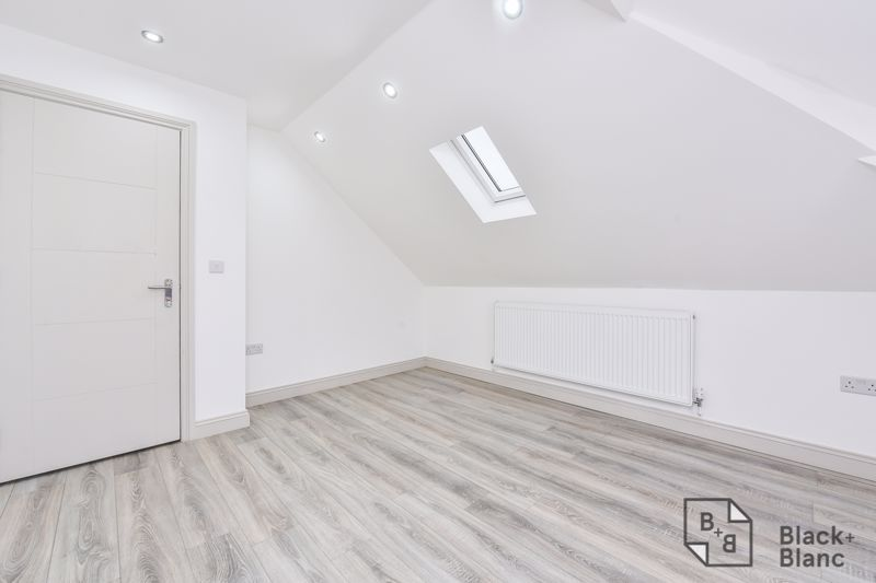1 bed flat for sale in Norbury Road  - Property Image 5