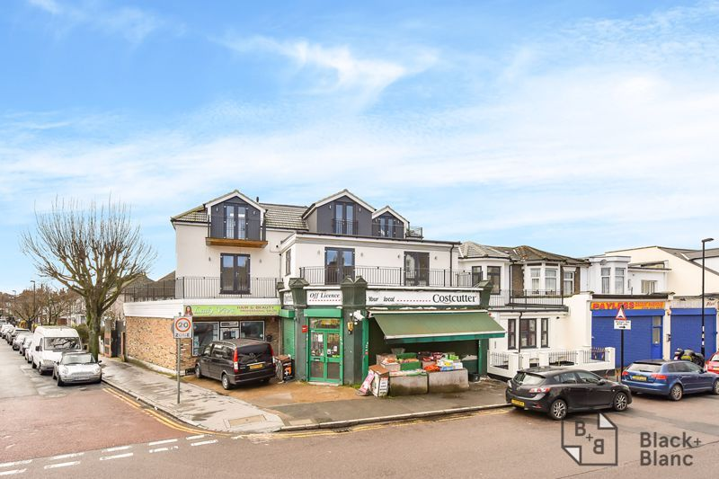 1 bed flat for sale in Norbury Road 8