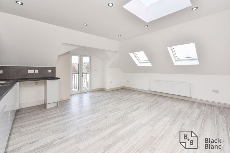 2 bed flat for sale in Norbury Road  - Property Image 2