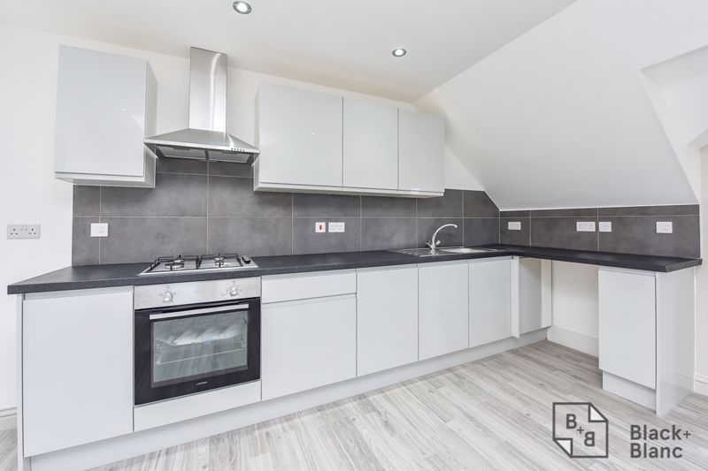 2 bed flat for sale in Norbury Road 3