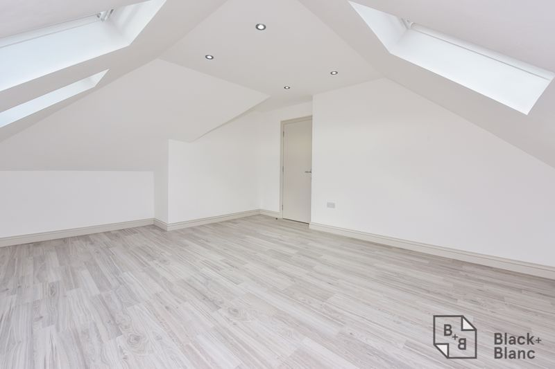 2 bed flat for sale in Norbury Road  - Property Image 7