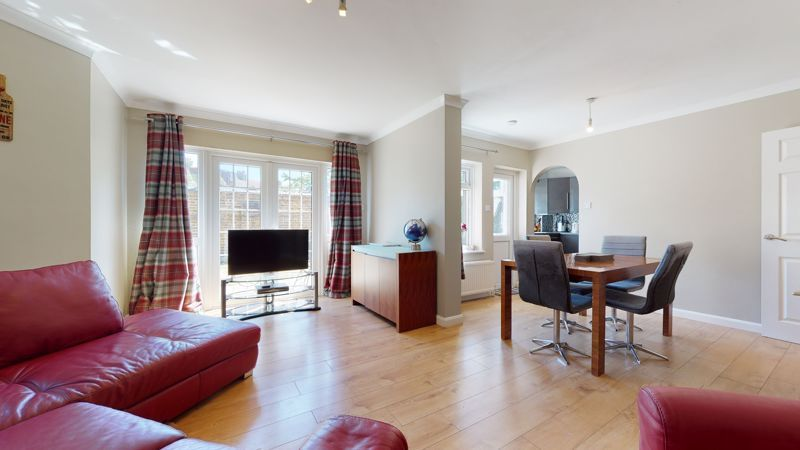 4 bed house for sale in Marden Crescent 2
