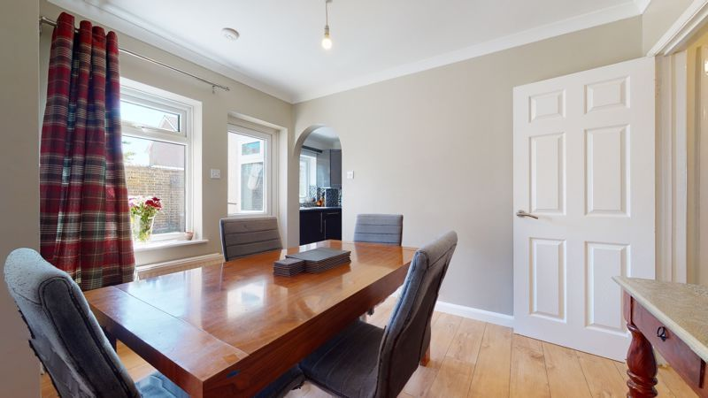 4 bed house for sale in Marden Crescent 3