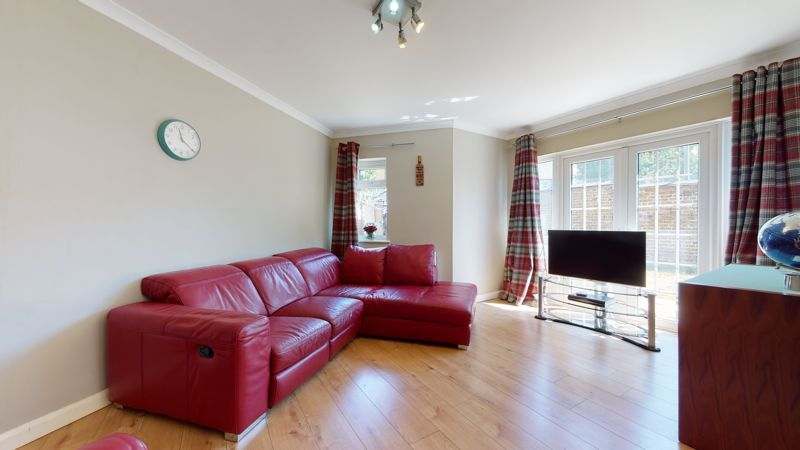4 bed house for sale in Marden Crescent 4