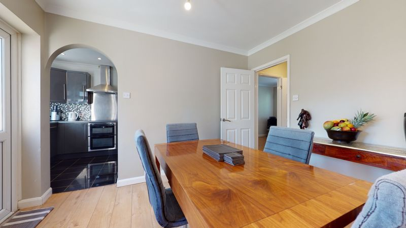 4 bed house for sale in Marden Crescent 5
