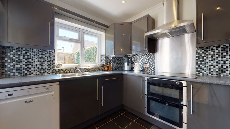 4 bed house for sale in Marden Crescent 7