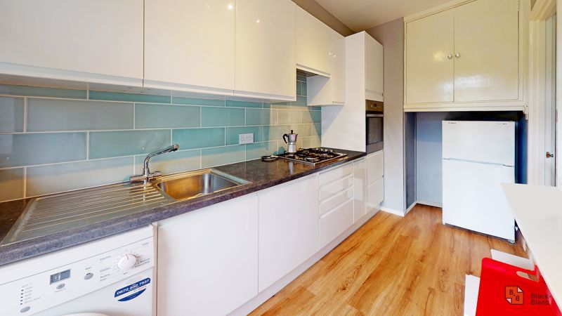 1 bed flat for sale in Maresfield 4