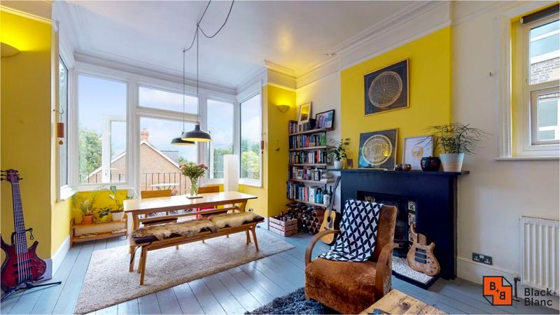 2 bed flat for sale in Harewood Road 1