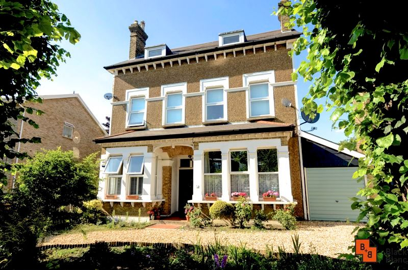 2 bed flat for sale in Harewood Road 11
