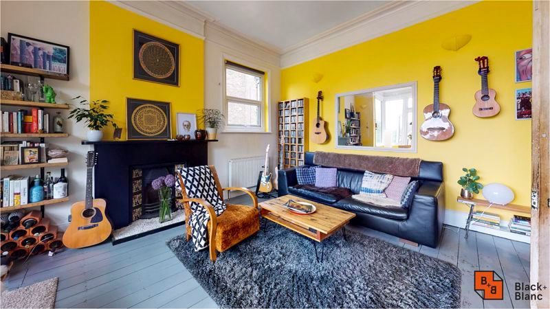 2 bed flat for sale in Harewood Road 3