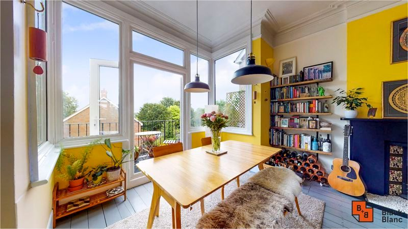 2 bed flat for sale in Harewood Road 4