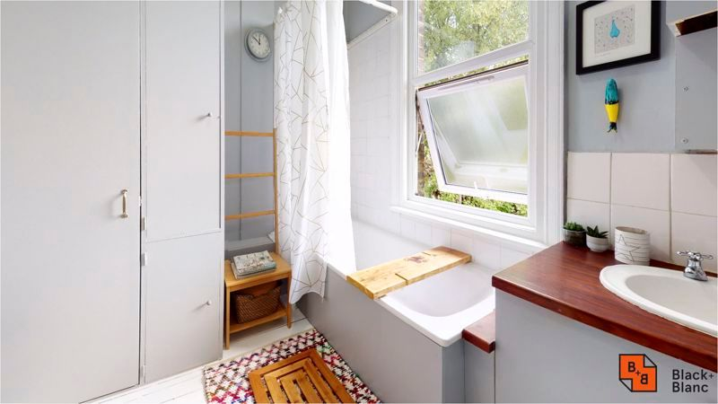 2 bed flat for sale in Harewood Road 10