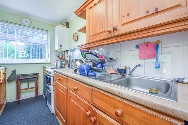 2 bed house for sale in Middlefields 6