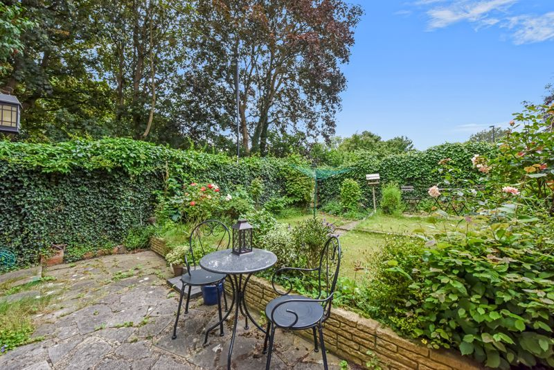 2 bed house for sale in Middlefields 9
