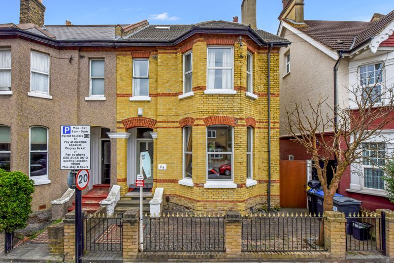 4 bed house to rent in Alexandra Road 1