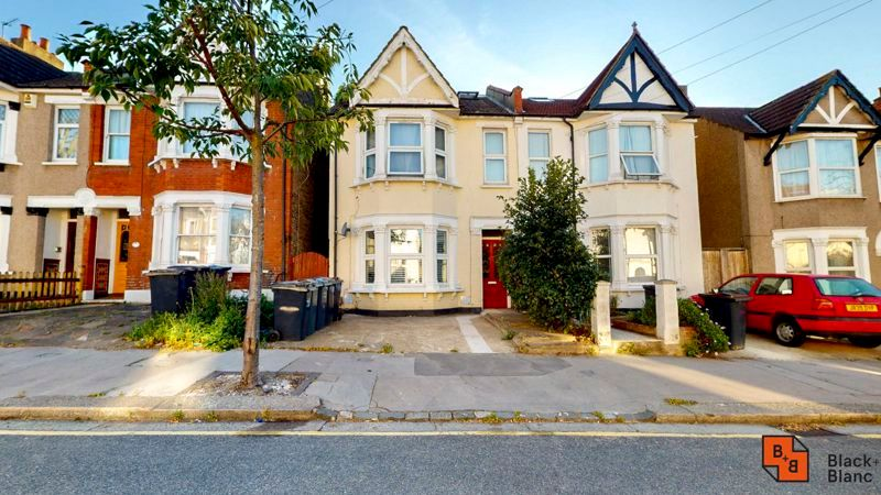 2 bed flat for sale in Chisholm Road, CR0