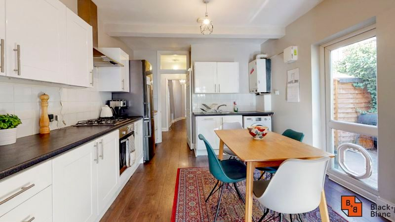 2 bed flat for sale in Chisholm Road 3