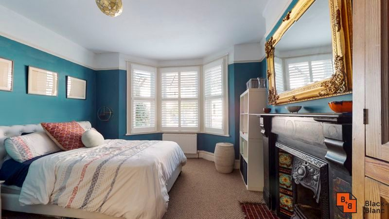 2 bed flat for sale in Chisholm Road 4