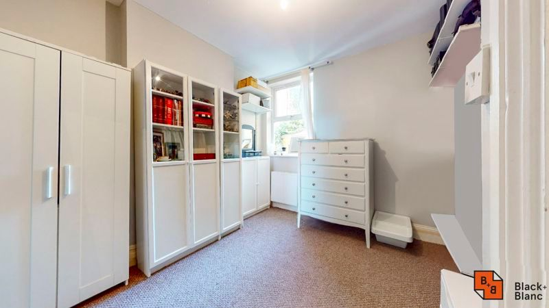 2 bed flat for sale in Chisholm Road 6