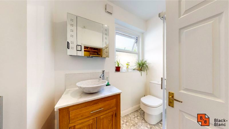 2 bed flat for sale in Chisholm Road 7