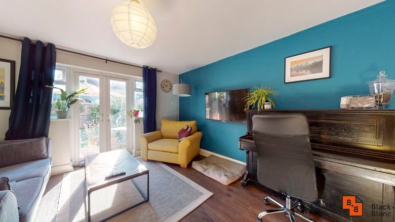 2 bed flat for sale in Chisholm Road 8