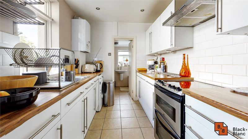 3 bed house for sale in Davidson Road  - Property Image 4